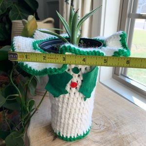 Vintage crochet holiday Christmas planter or wine